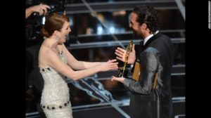 Julianne Moore receives her Oscar for Best Actress from Matthew McConaughey