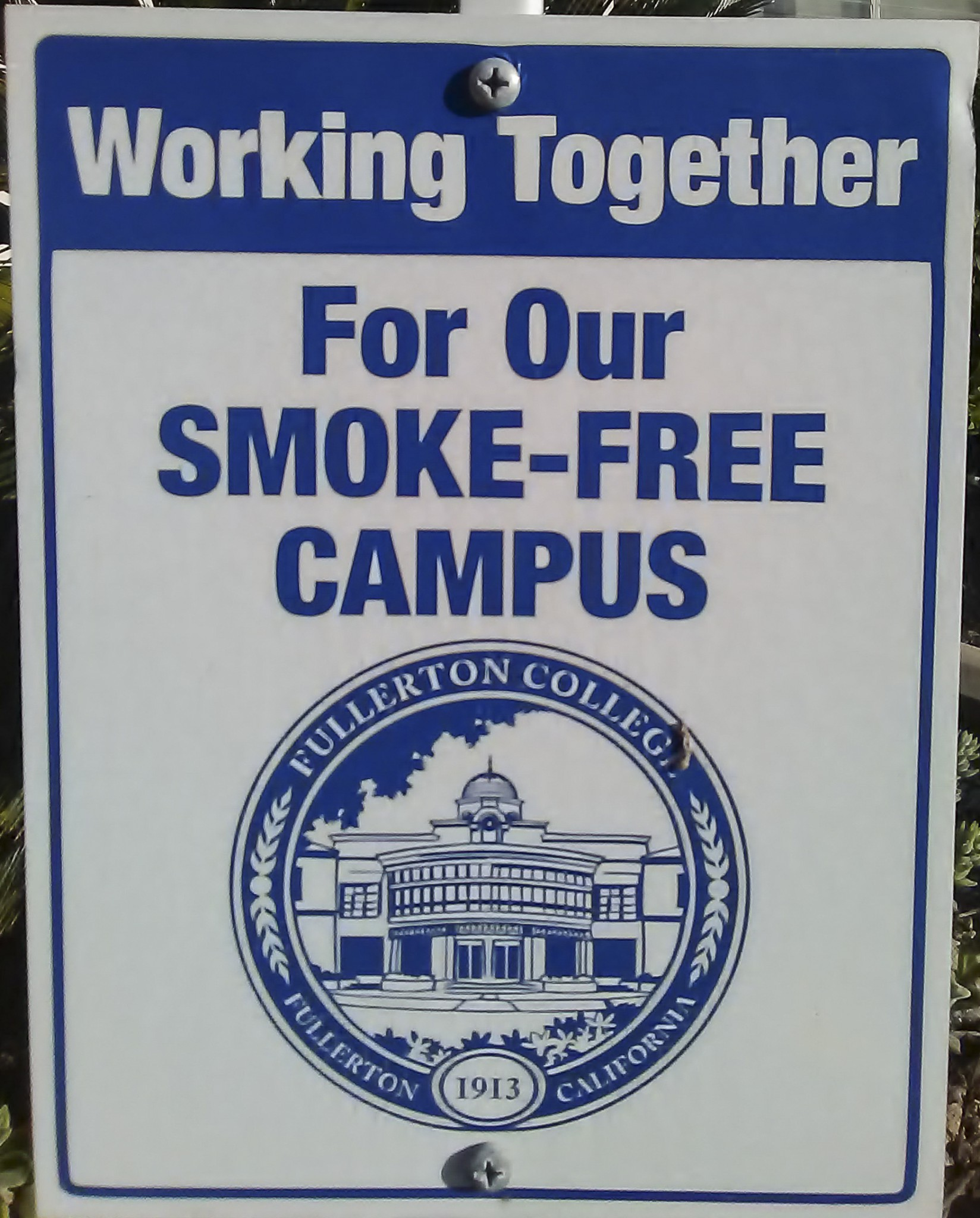 smoking on college campus Campuses think because they are banning smoking that people will stop smoking on campus this is an unlikely occurrence eric koonce, a graduate of armstrong state university, realized that exact problem while he was working with the university to ban smoking on campus.