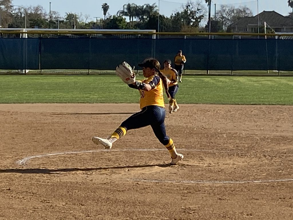 Jessica Lopez pitched 4.1 innings getting five strikeouts against Gauchos batters