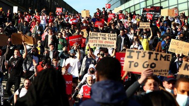 English soccer fans, including thoses of Arsenal pictured here, protested against the proposed super league.